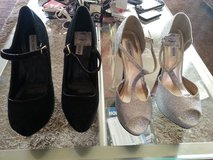 2 parir women shoes in Barstow, California